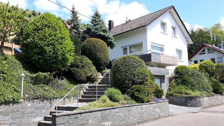 4 Sterne Ferienhaus mit 600 qm Garten - Teningen - Talo