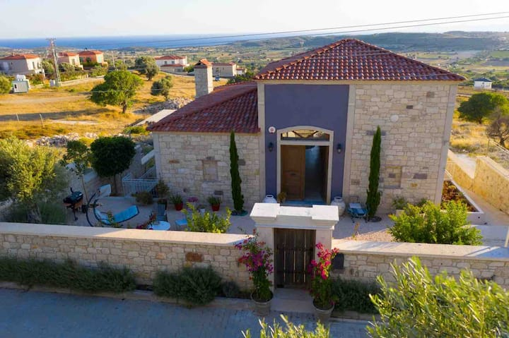 4 Bedroom Cesme Stone Villa with sea view