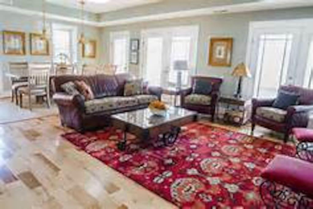 Gaslight House - Great Room