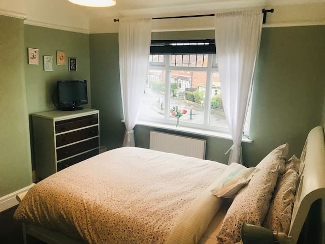 Double Room & Private Bathroom in Vibrant Chorlton