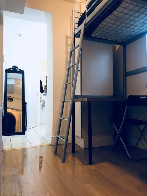bedroom - estudio individual-100% privada - private casa casa en la zona 1 cerca Hyde Park!