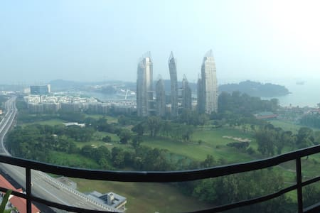 Penthouse room overlooking Sentosa - Harbour View Towers