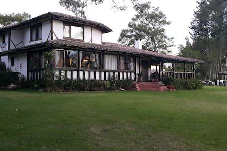 Experiencia Hacienda Floricultora - Quito - Huvila