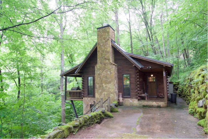 Newly Renovated True Log Cabin by Lake Nantahala