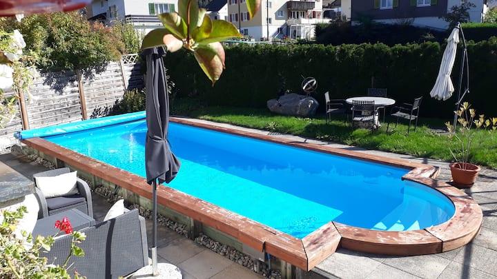 Doppelzimmer mit Stübli in EFH mit Pool und Sauna