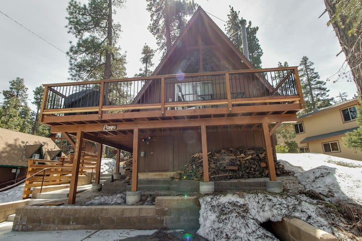 Cozy cabin close to Fisher Cove & Boulder Bay - short drive to ski!