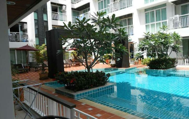 Large  1 bedroom condo walking distance to beach