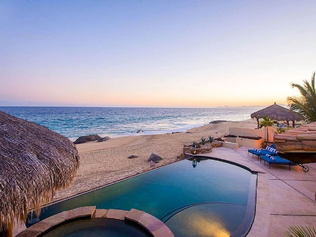 Stunning Beachfront 6BD Villa! - San José del Cabo - Villa