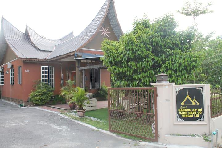 Rumah Gadang de'Lui Family Retreat - Hulu Langat - Rumah liburan