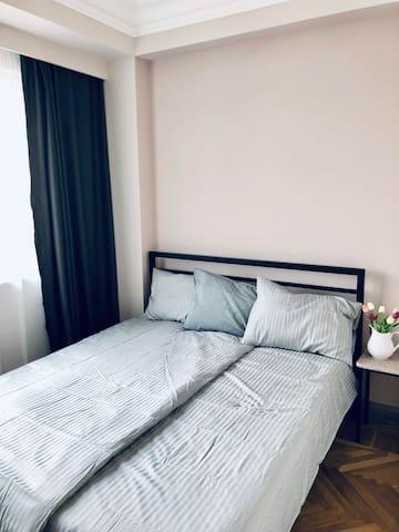 Спальня-2, с двуспальной кроватью.