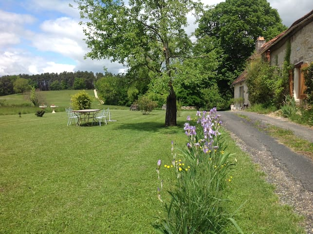 Pretty B&B apartment near Montignac Lascaux