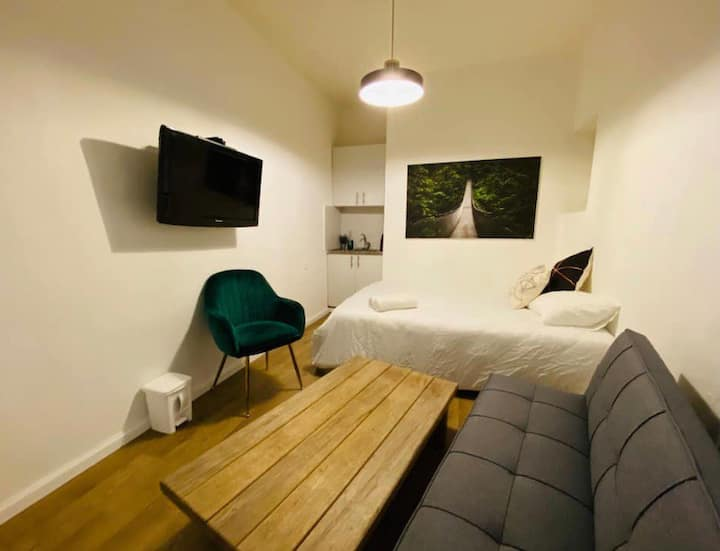 Dizengoff Center! Garden Apartment!4# HOTEL