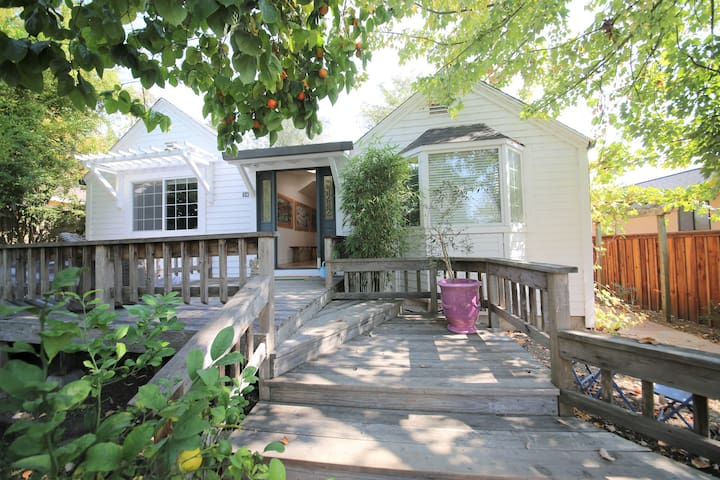 Cute 2 bedroom, 2 bath house in West Petaluma