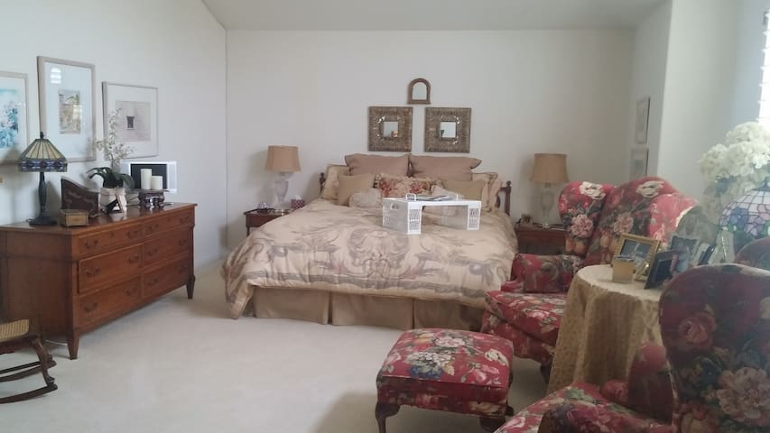 Large Guestsuite/Bath/Pool/Jacuzzi - Oxnard