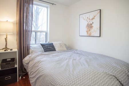 Comfortable Bed + Private RM close to subway trans - Toronto - Bungalow