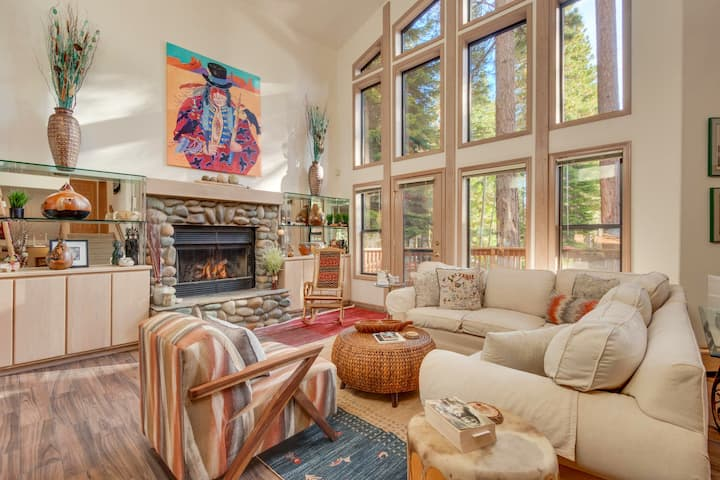 NEW | Tahoe Lodge | Hot Tub | Two Fireplaces |