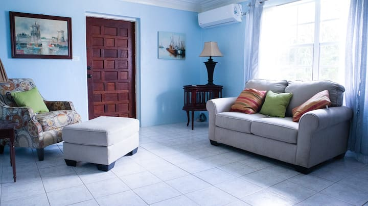 Trisha's Place - Minutes from Beach and Sites!