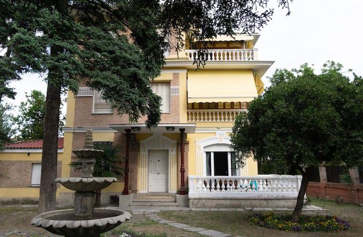 Habitación de lujo en villa con vistas al jardín