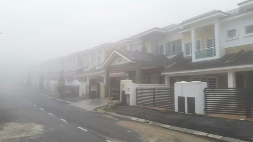 Double Storey Corner Terrace House - Tanah Rata , Cameron Highlands  - House