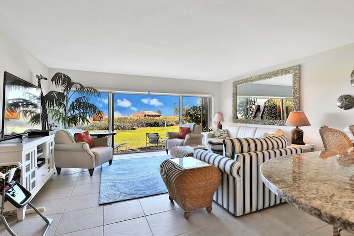 Beachfront condo with a beautiful renovated kitchen & shared pool/tennis!