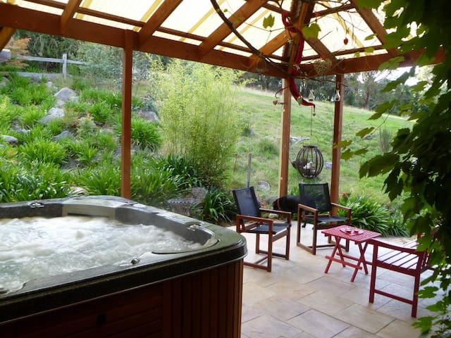 Adrienne's Studio Retreat - Mount Macedon - Bungalov