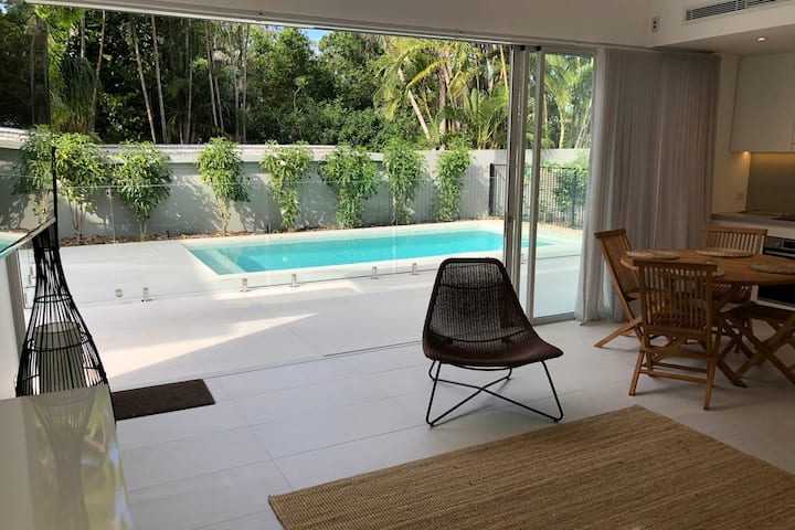 Brand new guest house overlooking the pool