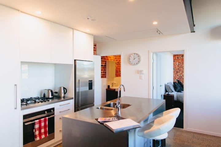 The Terminus: Inner-City Heritage Apartment 5