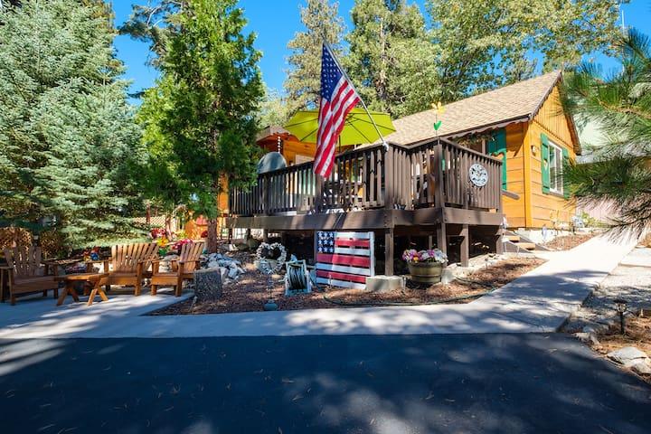 Grant's Cabin*HotTub*Close to SkyParkSantasVillage
