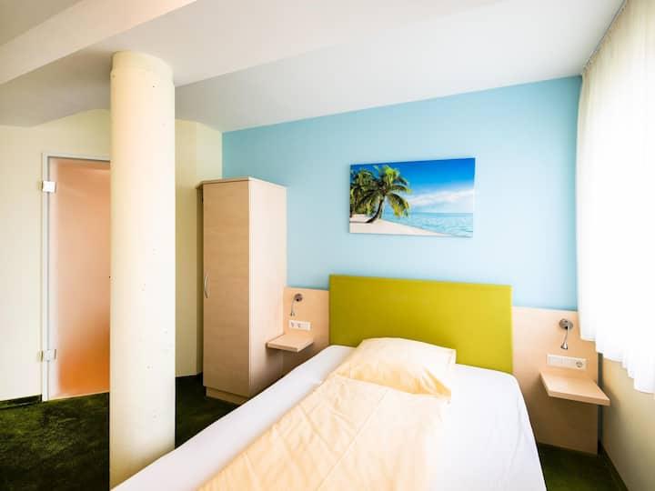 Sternplatz Hotel, (Ehingen/Donau), Einzelzimmer mit Flatscreen und WLAN