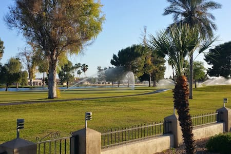 Golf lake view near stadium, sports, fwys, shops - Sun City - Bed & Breakfast