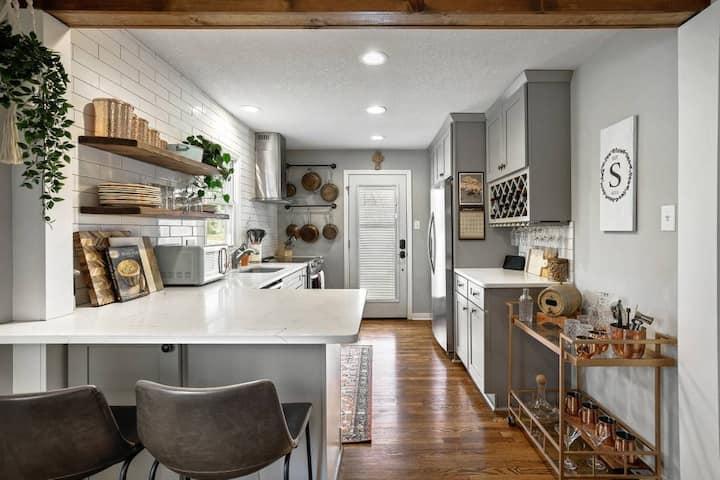 Modern Farmhouse Charm | City Vibes | Pet Friendly