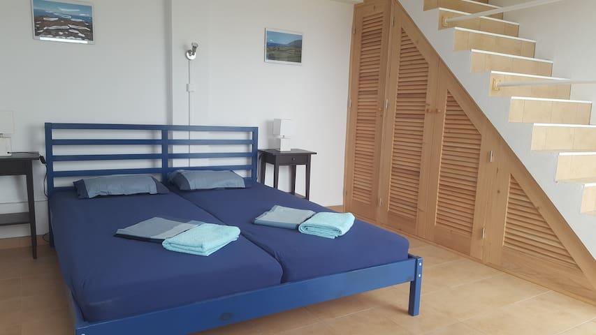 sleeping room with bed 180x200