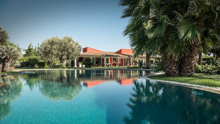 Luxury Villa with a large pool and garden