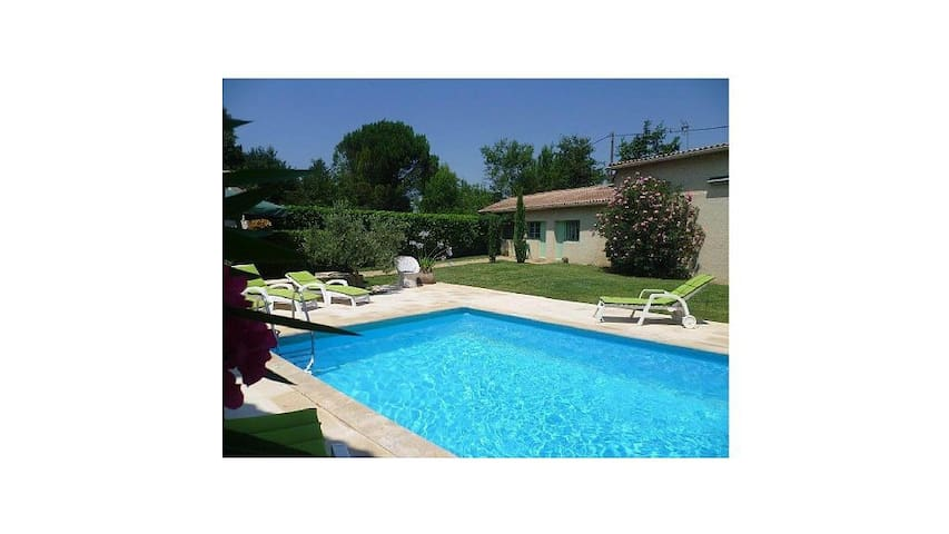 Maison avec piscine, max 8 adultes et 5 enfants. - Senas - Villa