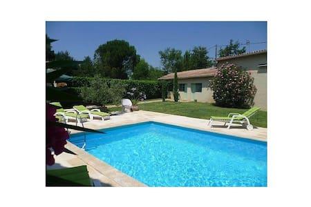 Maison avec piscine, max 8 adultes et 5 enfants. - Senas