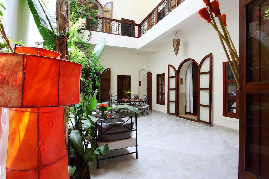 Beautiful exclusive riad in center chambres d 39 h tes for Airbnb marrakech