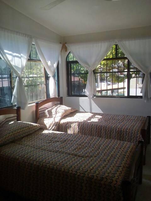 Amplia casa en el centro de Bahías de  Huatulco