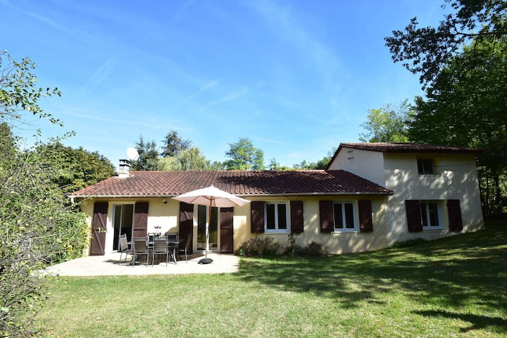 Beautiful house in Saint-Cybranet with private swimming pool and near lovely castles