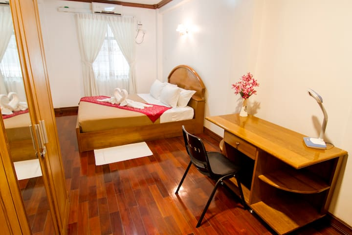 Spacious 1 bedroom flat in Kamayut - E502A