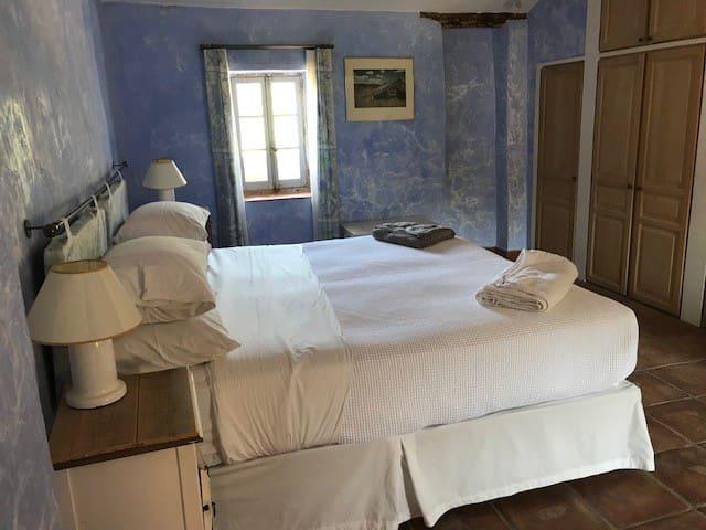 La Chambre Bleu  Super Kingsize or twin beds