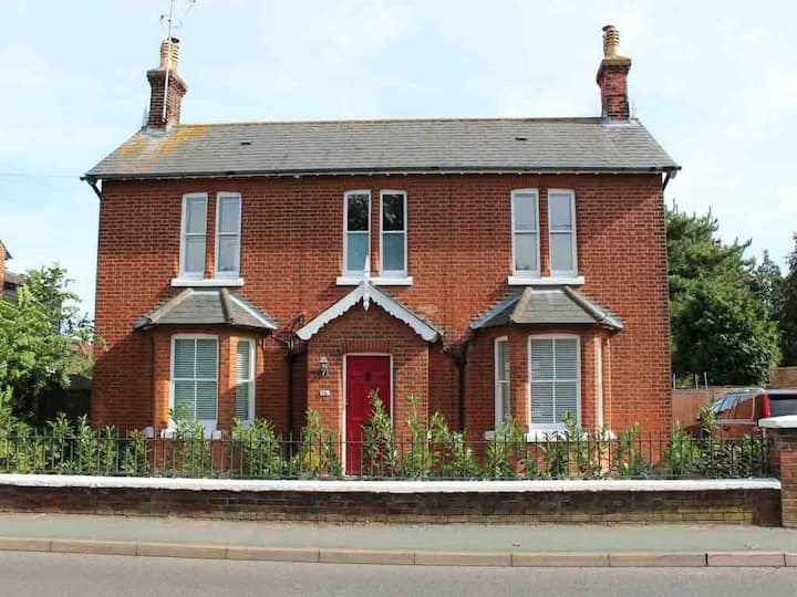 Beautiful 4 bed family period home