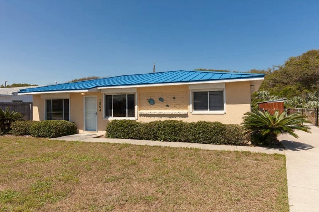 We tried to think of everything you need. With our blue roof it is easy to find!