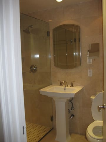 Apartment Private Bathroom en suite