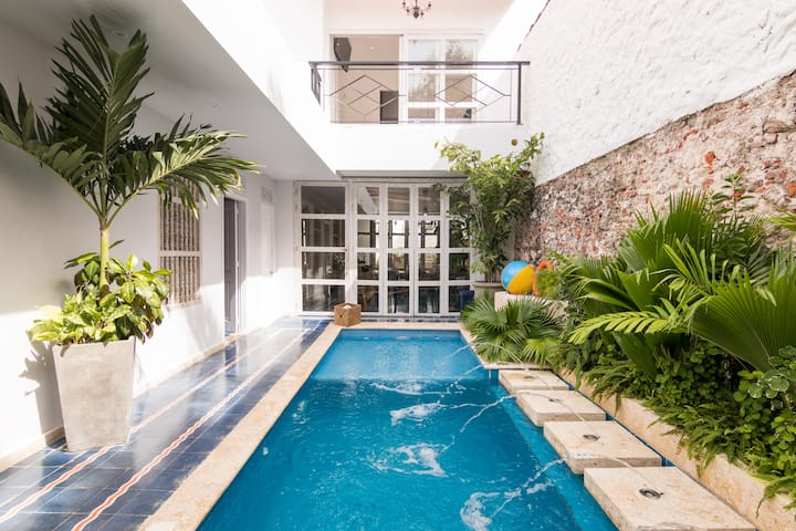 Fancy 7BD Villa Laurel W PV Pool & Jacuzzi By N.G.