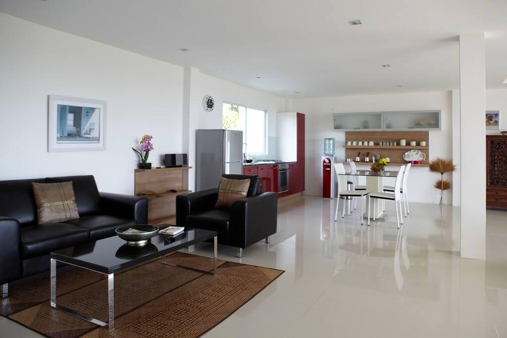 Open plan lounge, kitchen & dining