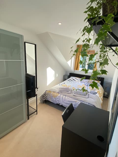 Double Rm+Private B'fast Room/Microwave/Fridge++++
