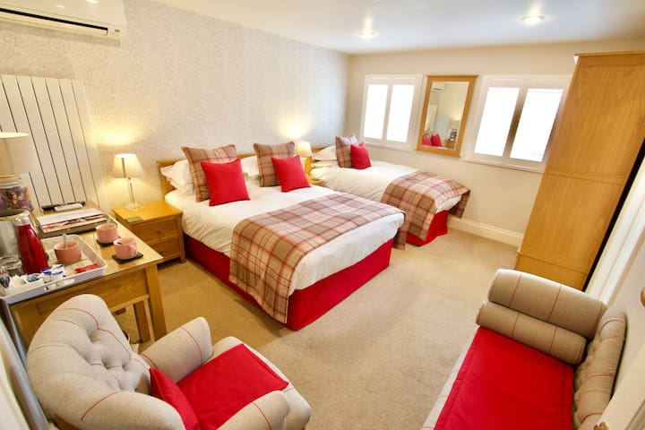 Twin/Family Ensuite Room
