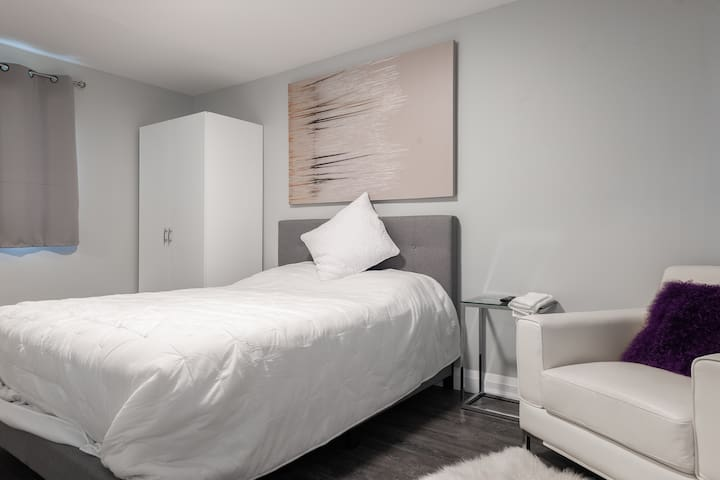 (UNIT 4) LUXURY PRIVATE HOTEL ROOM UPTOWN WATERLOO