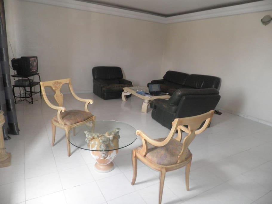 Grand séjour meublé