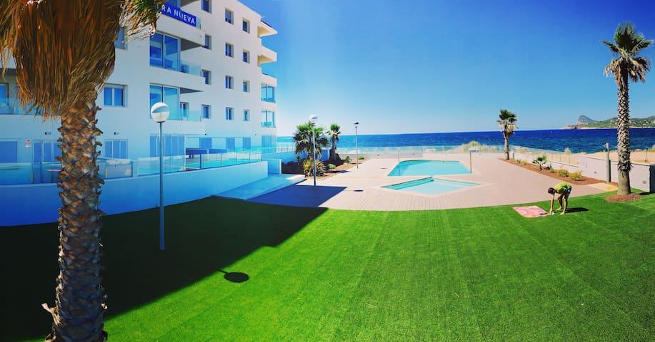 MB in modern seaview apartment (20m from sea)